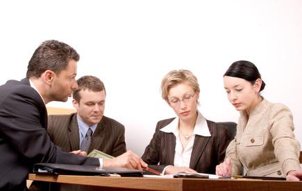 Einen Vergleich kann man durchführen, indem man bei verschiedenen Kreditinstituten persönlich vorspricht und deren Konditionen dann miteinander vergleicht